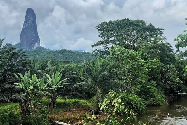 Pico Cao Grande en Santo Tomé y Príncipe