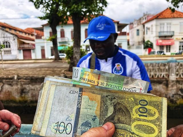 Cambiando en la calle Dobras de Santo Tomé