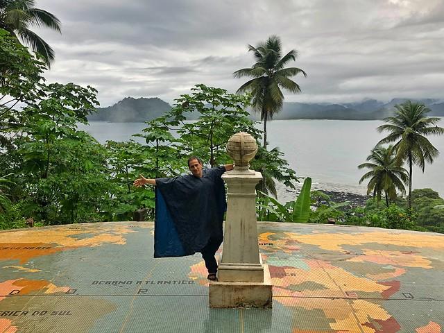 Sele con chubasquero en Santo Tomé y Príncipe