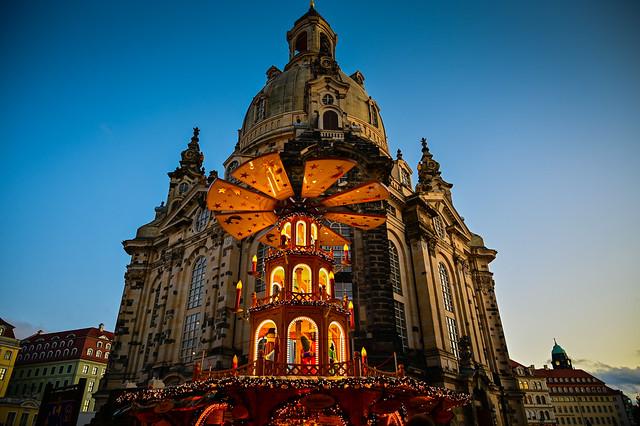 Weihnacntsmarkt an der Frauenkirche - Dresden Christmas Market Germany