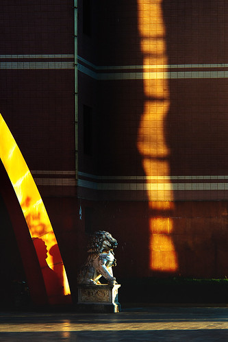 china kunming lion gate sunset reflection