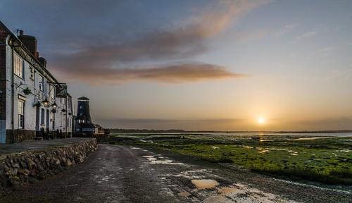 theroyaloak langstone langstoneharbour langstoneoldmill sunrise coastalsunrise pubs lowtide
