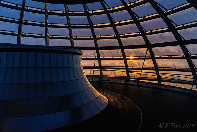 Lines, curves and a sunstar @ The Reichstag dome