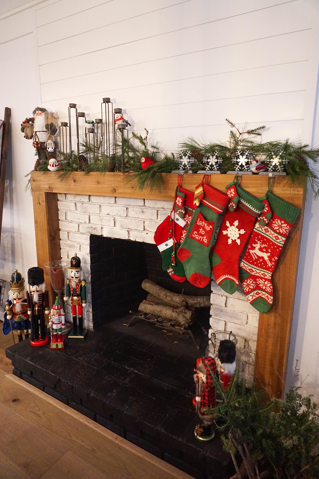 Modern Farmhouse Christmas Mantle Decor Decoration Ideas Inspiration