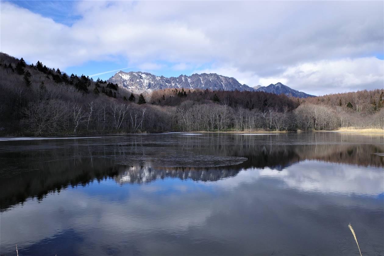 小鳥ヶ池から眺める戸隠山