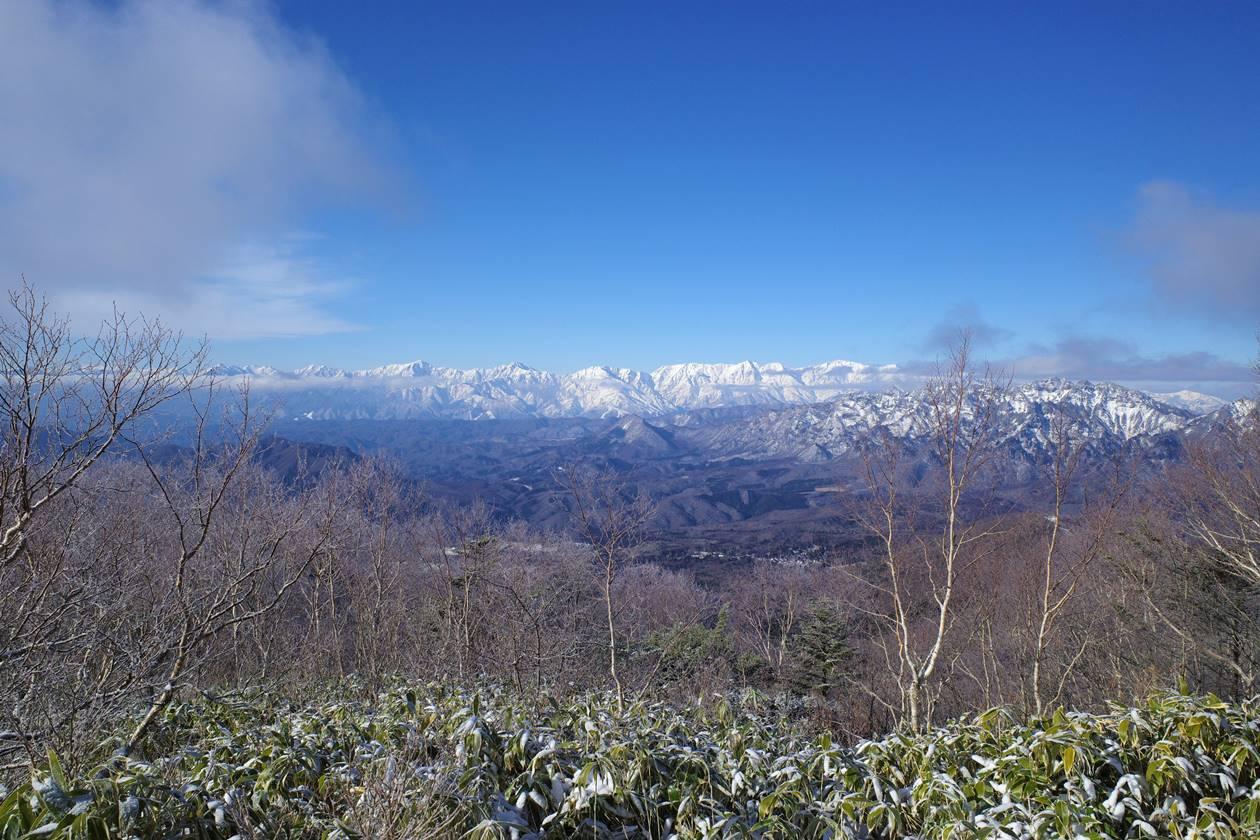 飯縄山山頂から眺める北アルプス