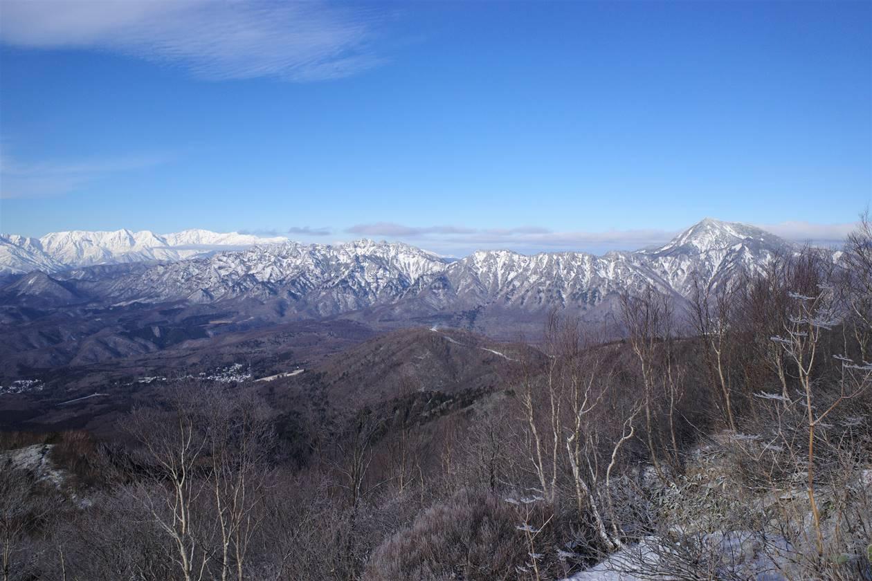 飯縄山から眺める戸隠山と高妻山