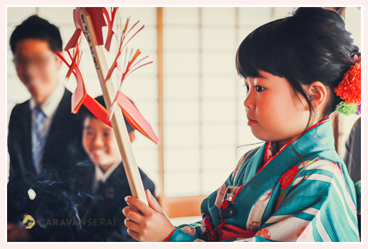 ご祈祷 八事山興正寺 お寺で七五三 真剣な面持ちの7歳の女の子