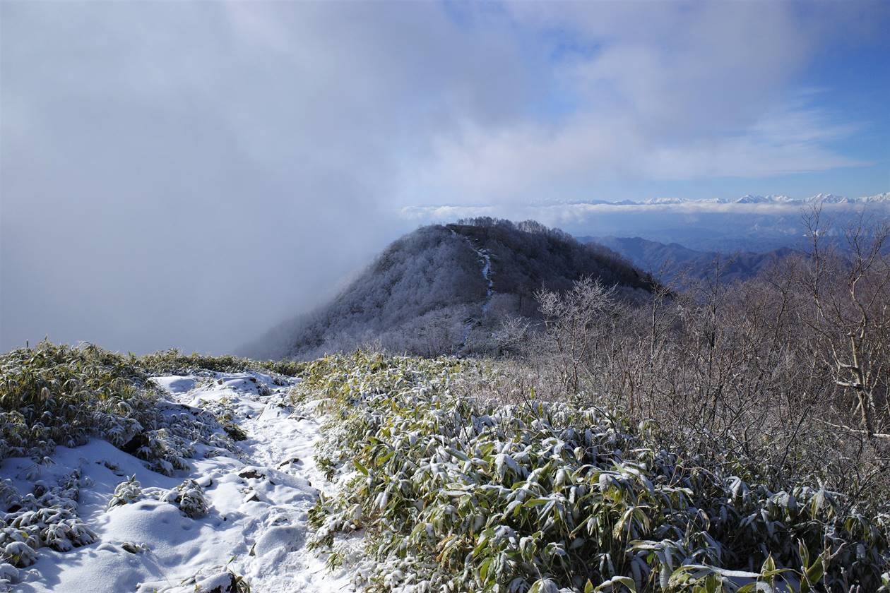 飯縄山山頂を覆う雲