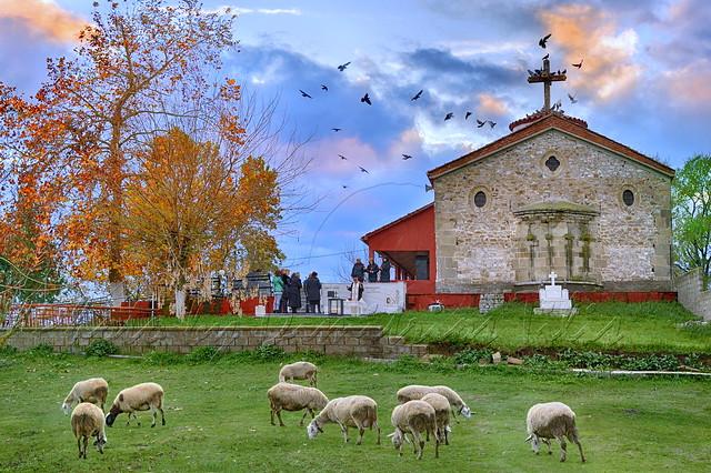 Κύριος ποιμαίνει με...εἰς τόπον χλόης                The Lord is shepherding me ... in a place of grass