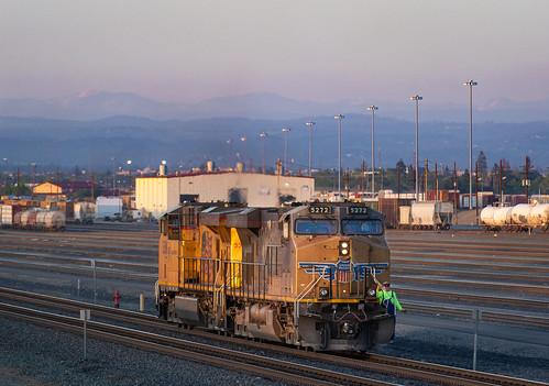 unionpacific trains railroad freighttrain rosevillecalifornia rosevilleyard sunset dusk jrdavisyard donnerpass donnerpassroute