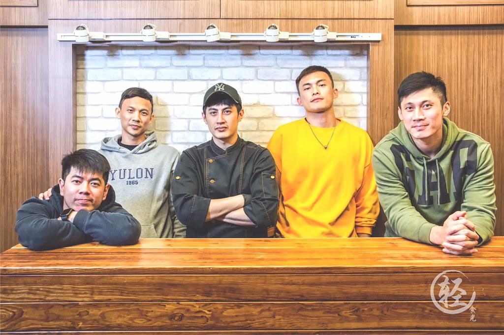 洪志虎、黃寶賜、于顥、呂奇旻與林金榜(由左至右)。(呂奇旻提供)