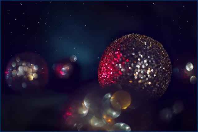 Glitter glamor burst out. Even the universe is set on glitter.