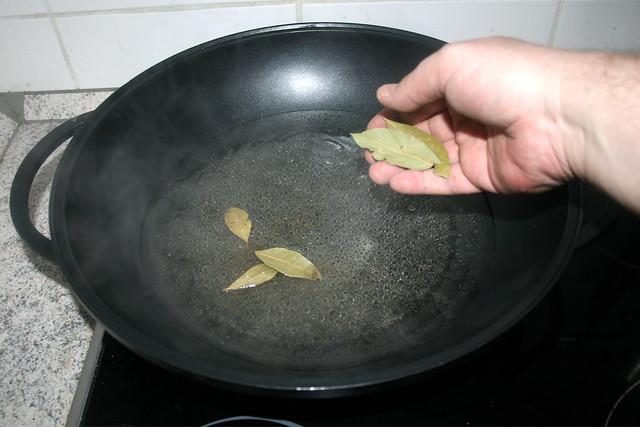 20 - Lorbeerblätter hinzufügen / Add bay leafs