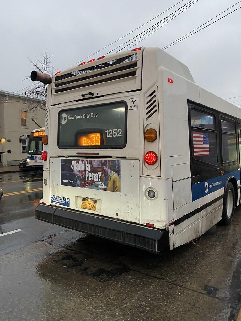 2010 Nova Bus LFSA 1252 - To Wakefield-241 St