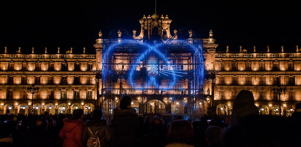 Decoración Navidad. Luces de navidad, decoración navideña, plaza mayor.  (7)