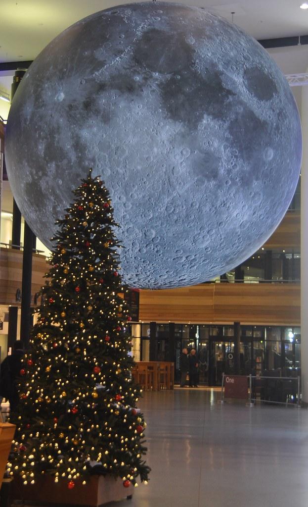 indoor moon