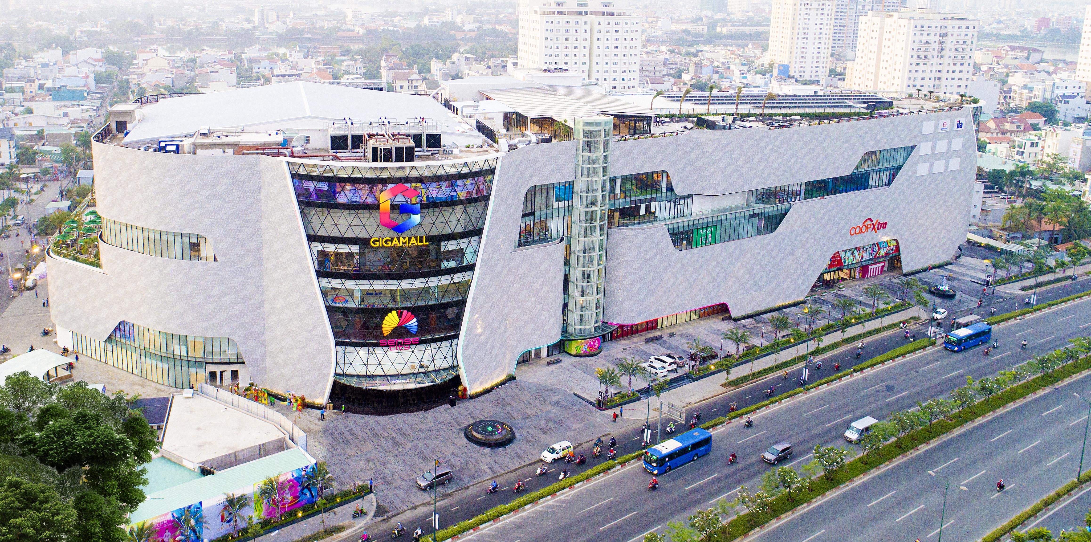 Gigamall có tổng diện tích sàn bán lẻ lên đến hơn 110.000 m2 với thiết kế 2 tầng hầm, 7 tầng nổi và 1 tầng sân thượng ngoài trời