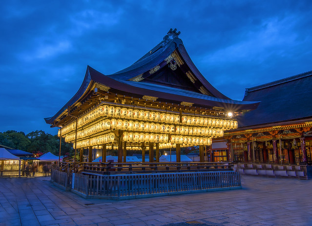 The Yasaka Shrine (八坂神社) (Luminosity Masks)