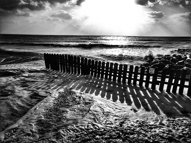 Tide's in #seasidearchitecture #sea #blackandwhite #blackandwhitephotography #tidal #groynes #ilovewight #isleofwight #beachinwinter
