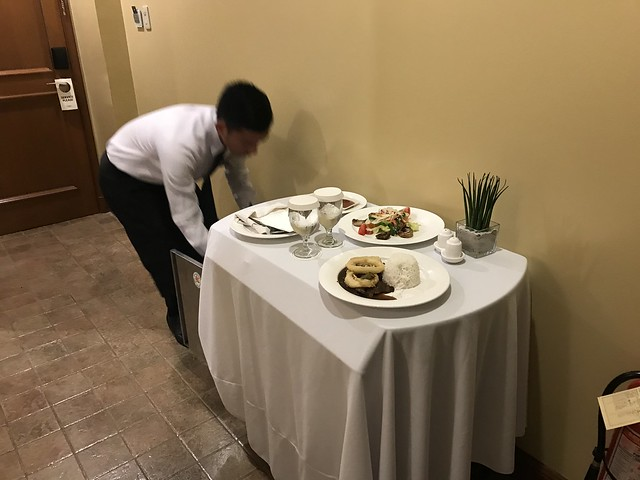 Dinner in bed, Manor