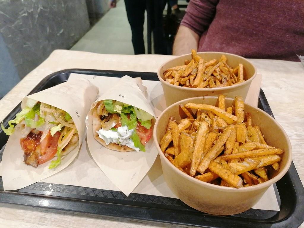 Comida griega en #Bruselas. Stick that meat