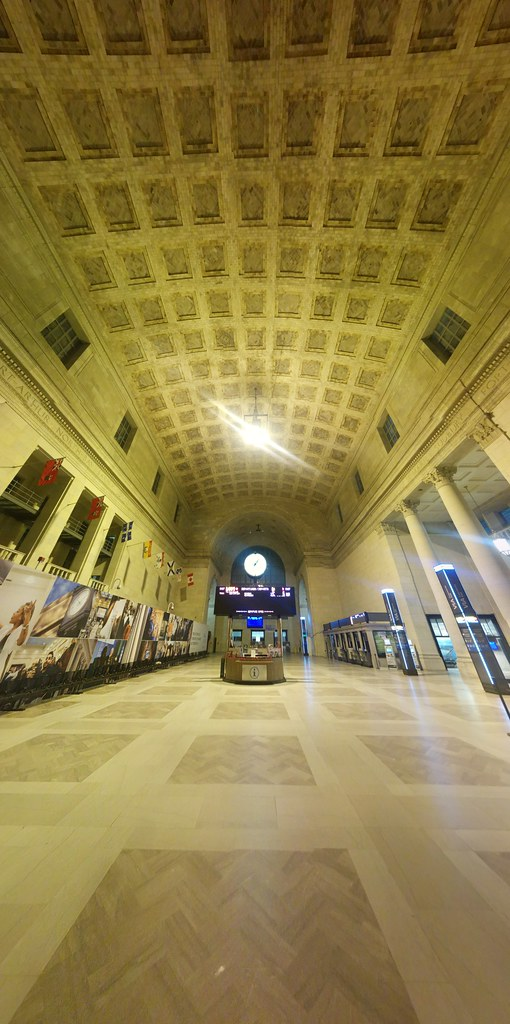 Great Hall of Union Station, after 1 in the morning #toronto #unionstation #greathall #morning #googlephotos #panorama