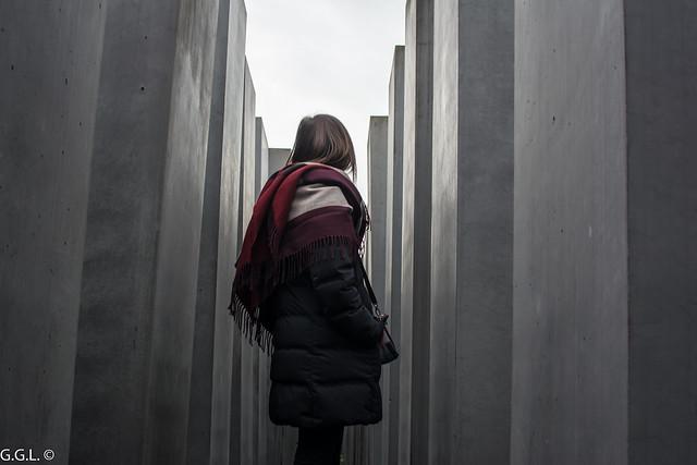 Denkmal für die ermordeten Juden Europas. Berlín. Lichter in der Dunkelheit.