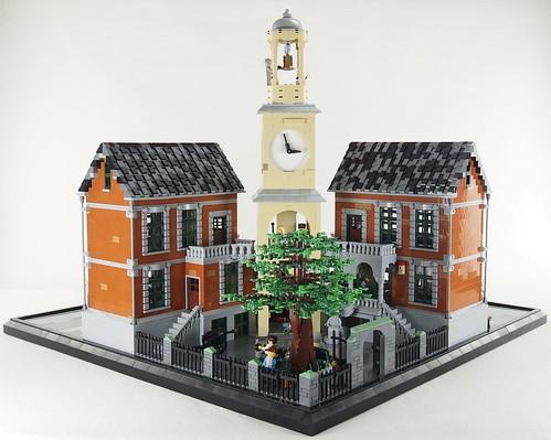 Rathaus Snottingen - Rathaushof mit der Stadteiche, Kanone und Engel-Statue