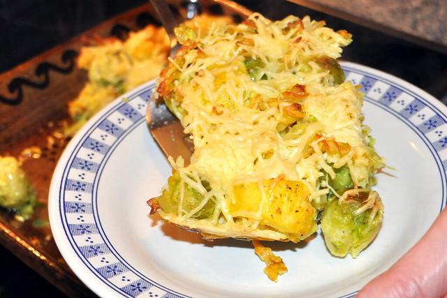 Dezember 2019 ... Kartoffel-Rosenkohl-Gratin mit Spirelli-Nudeln ... Foto: Brigitte Stolle