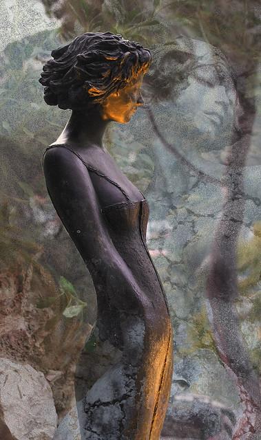 The iron woman's stone dream  -  Le rêve de pierre de la femme de fer