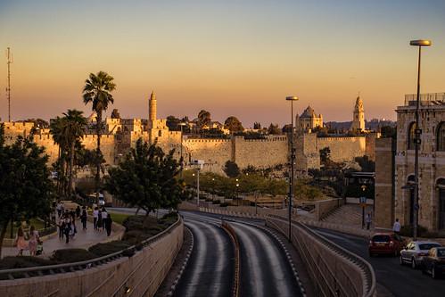 israeljerusalemwallssunsetroad
