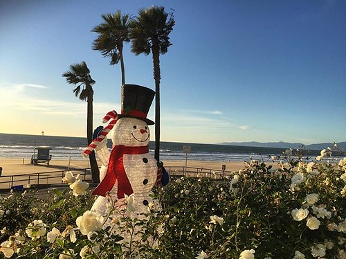 #kvpla The weather outside is frightful. Beach walk in Manhattan Beach.