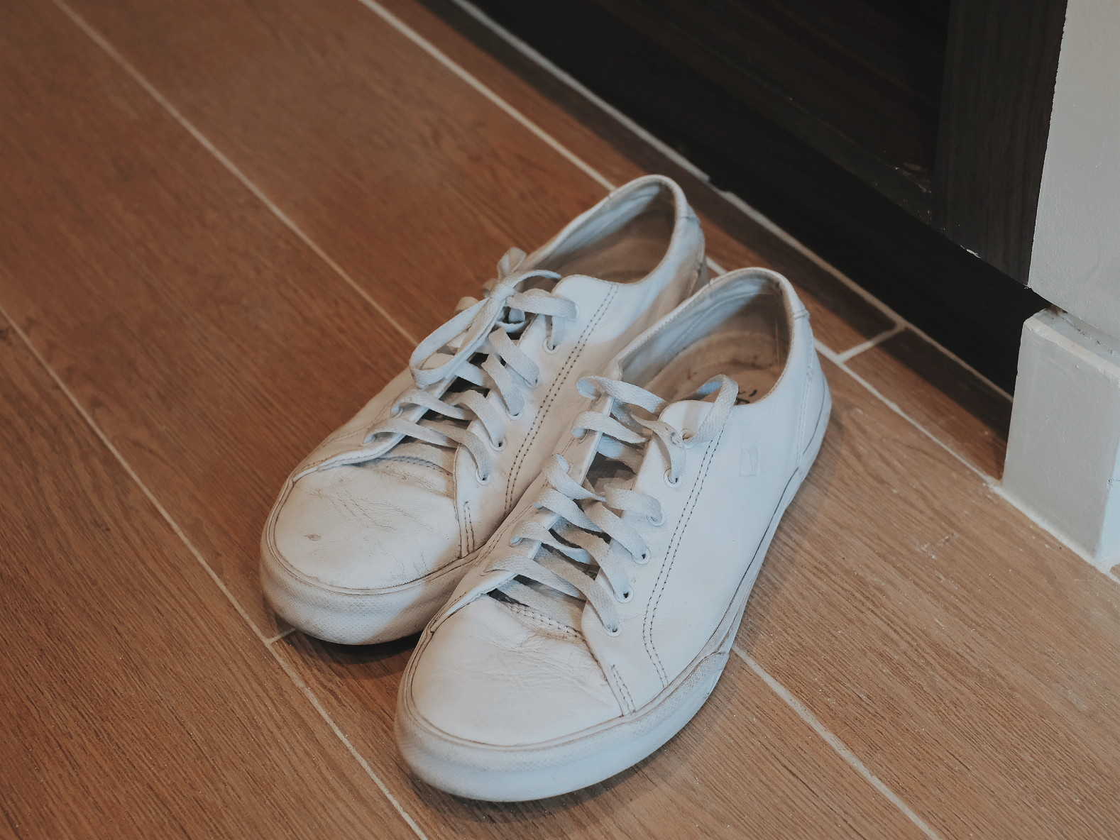 How to Clean White Leather Sneakers: Beach Born All-Purpose Cleanser