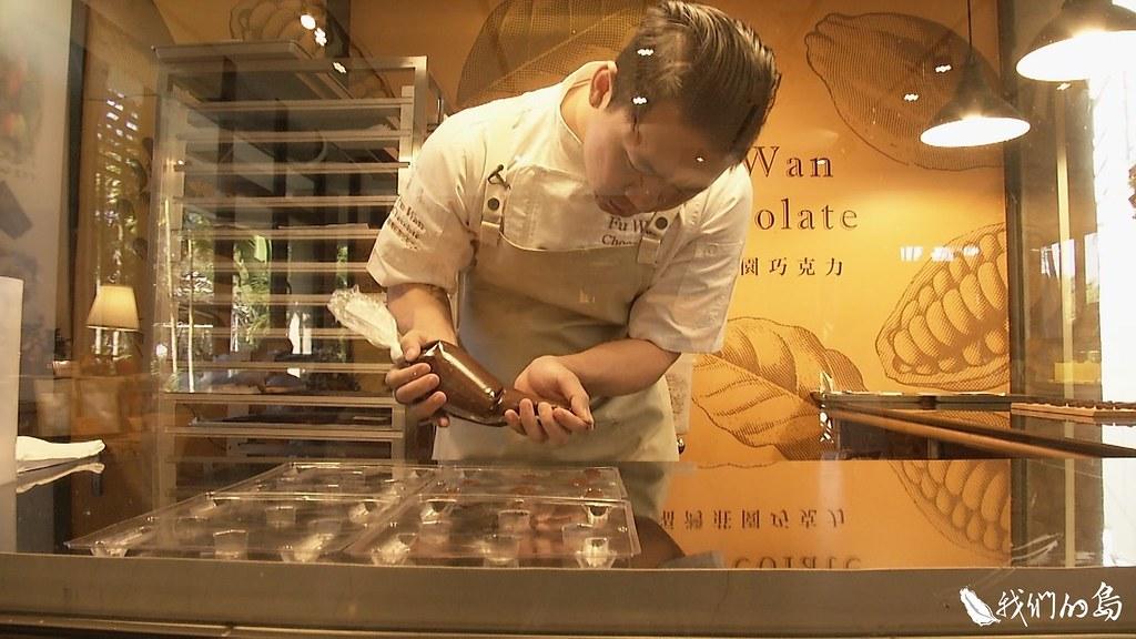 採收後的可可豆,必須經過繁複的發酵、加工過程,才能化身為香甜可口的巧克力。
