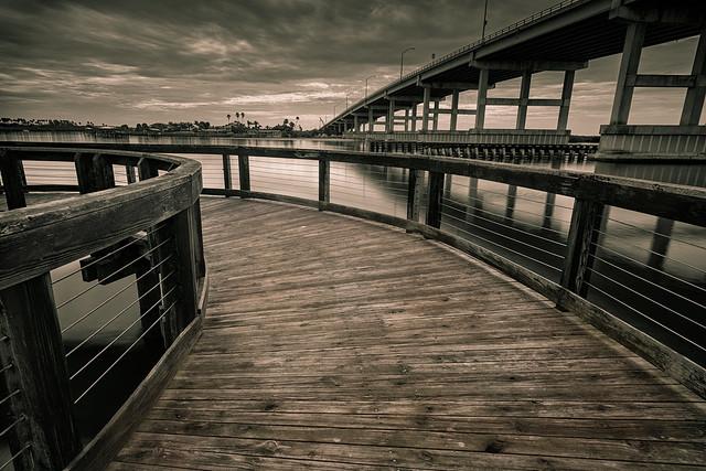 Boardwalk, Bridge & Clouds. (Tablado a Nubes).