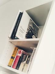 Wir kommen voran... Regale aufbauen... Bücher einräumen...