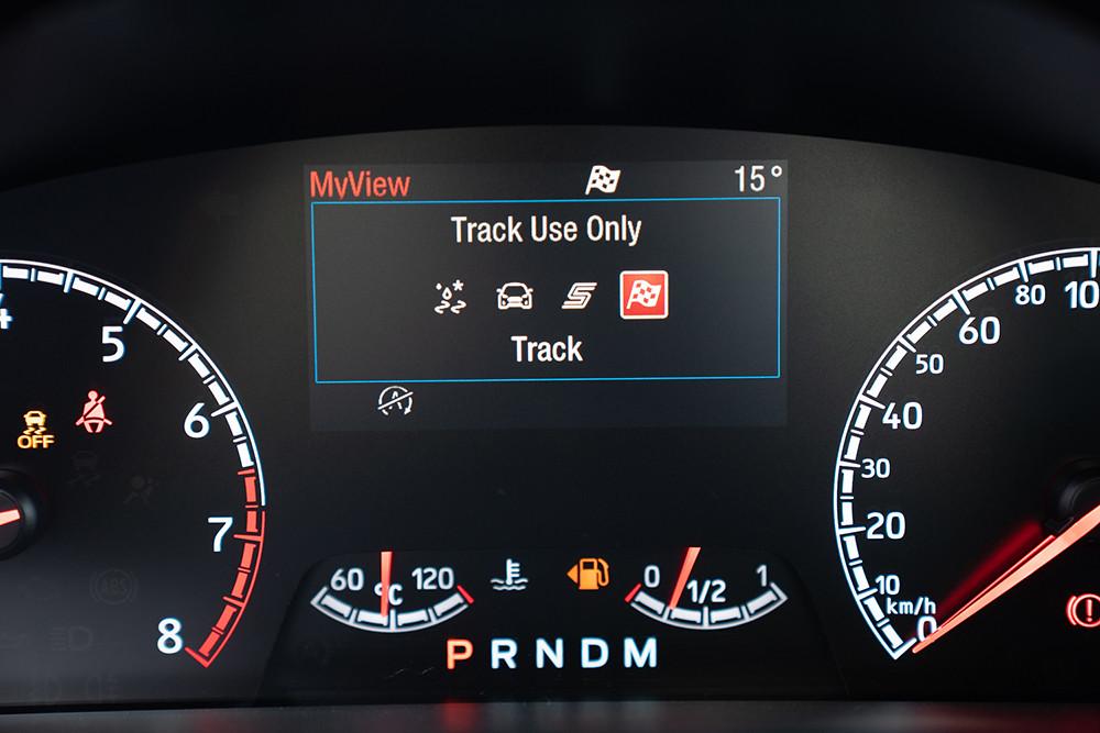 【圖六】動態行車模式切換系統(Selectable Drive Modes)可提供濕地(Slippery/Wet)、標準(Normal)、運動(Sport)與賽道(Track)四種模式選擇,並主動調整包含:懸吊、煞車、轉向、動力輸出、變速箱換檔狀態等