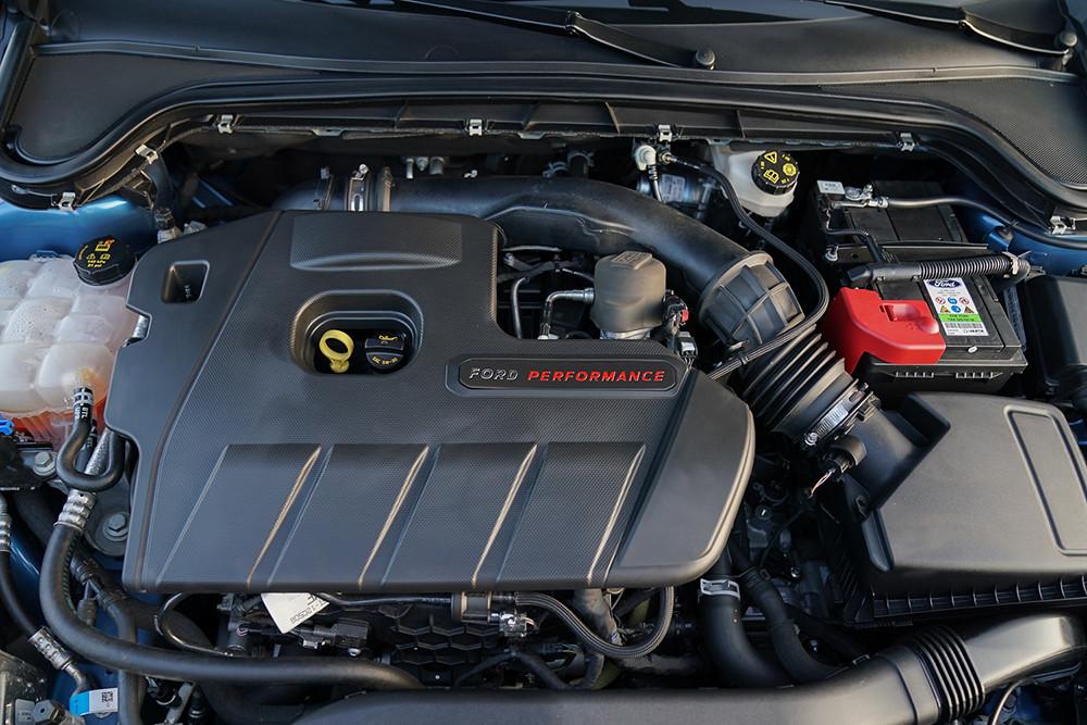 【圖三】New Ford Focus ST搭載雙渦流渦輪增壓EcoBoost 280引擎,創造280ps最大馬力,結合全新性能調校7速手自排變速箱,造就0-100kmh 6秒亮眼佳績