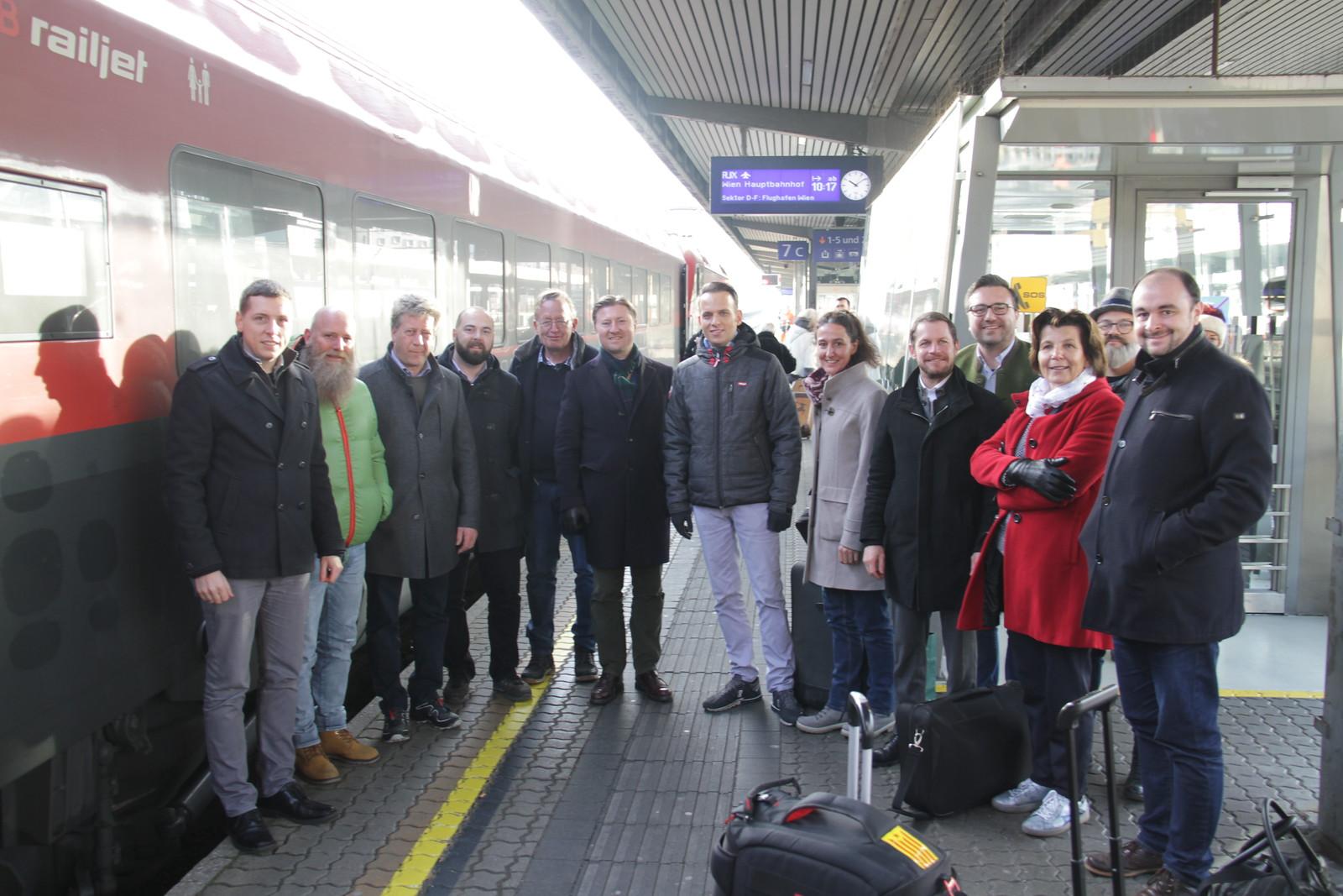 inoes.eu - Petition der 1.000 für Doppelpass in Wien übergeben, 16.12.2019