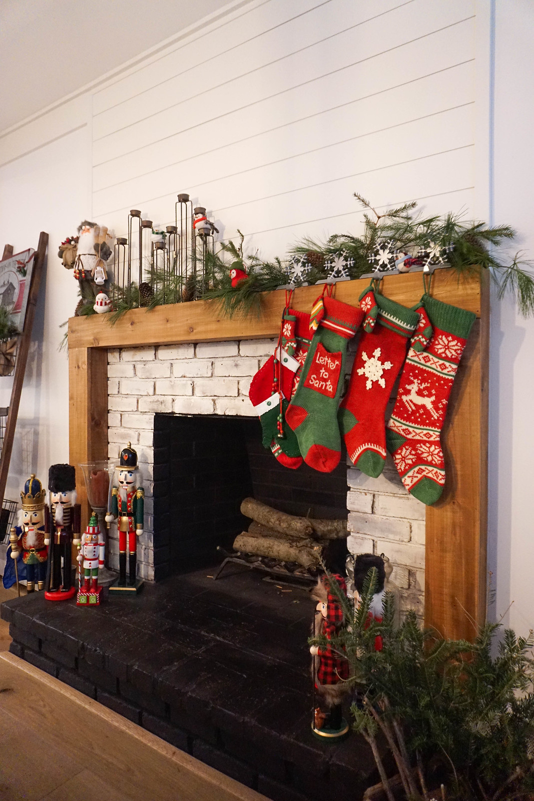 Rustic Modern Farmhouse Christmas Mantle Fireplace Decorations Decor Inspiration