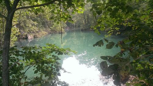 hahatonkastatepark lakeoftheozarks islandtrail roadtripusa geotagged missouri trail hike hiking water trees