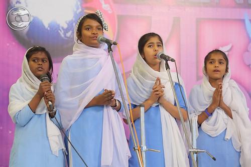 Devotional song by Bal Sangat Orai