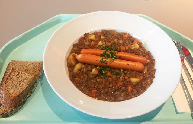 Lentil stew with turkey sausages & farmers bread / Linsensuppeneintopf mit Putenwienern & Bauernbrot