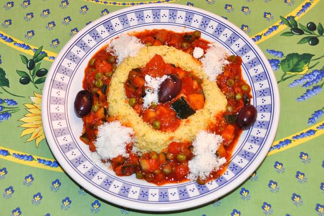Soffritto ... Tomaten-Gemüse-Sugo im Hirserand ... vegetarisch oder vegan ... Foto: Brigitte Stolle