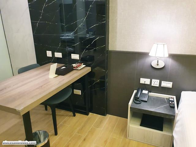 f hotel room desk