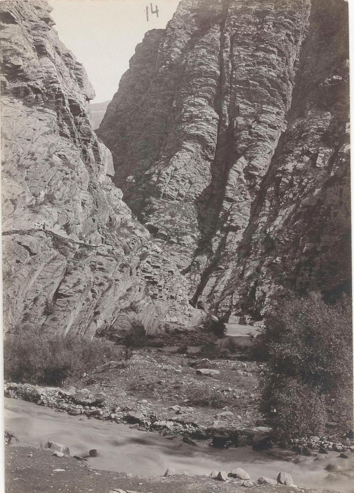 14. Восточный Кавказ. Дагестан. Ущелье слияния ручьев Ихо с рекой Андийское Койсу, август 1898