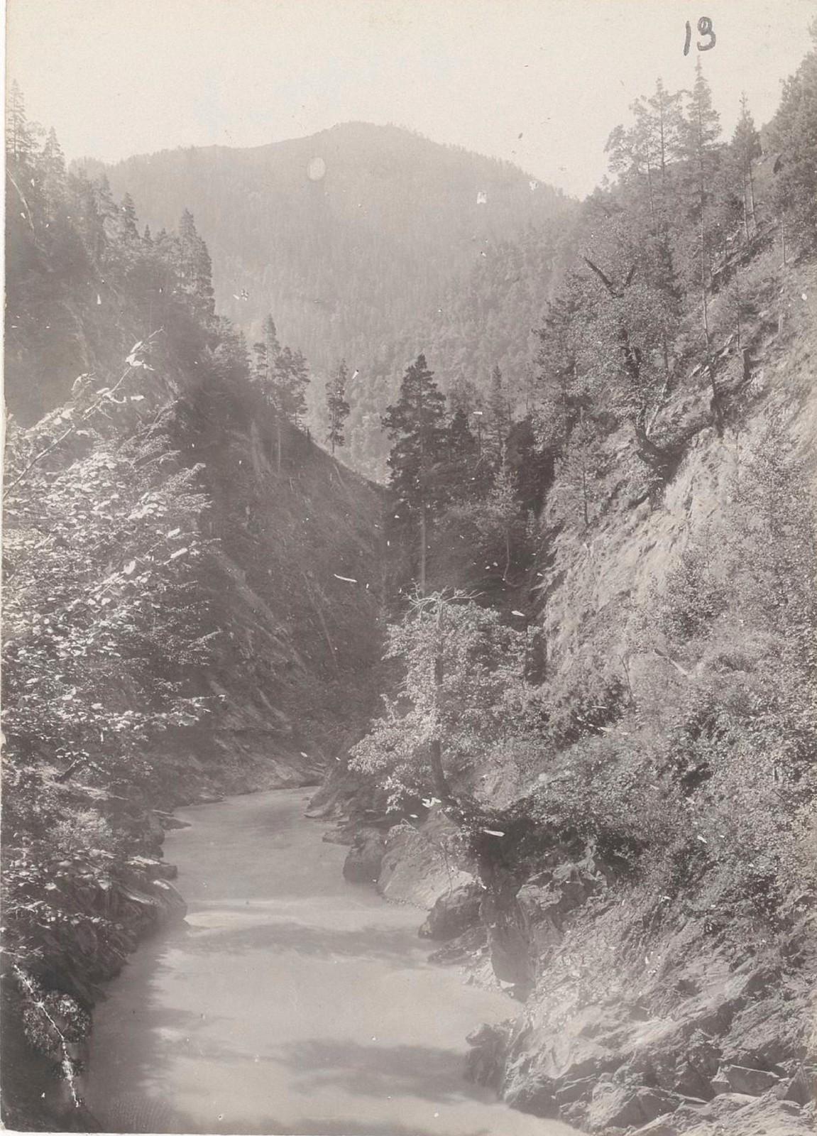 13. Восточный Кавказ. Южный Дагестан. Ущелье в долине реки Андийское Койсу, август 1898