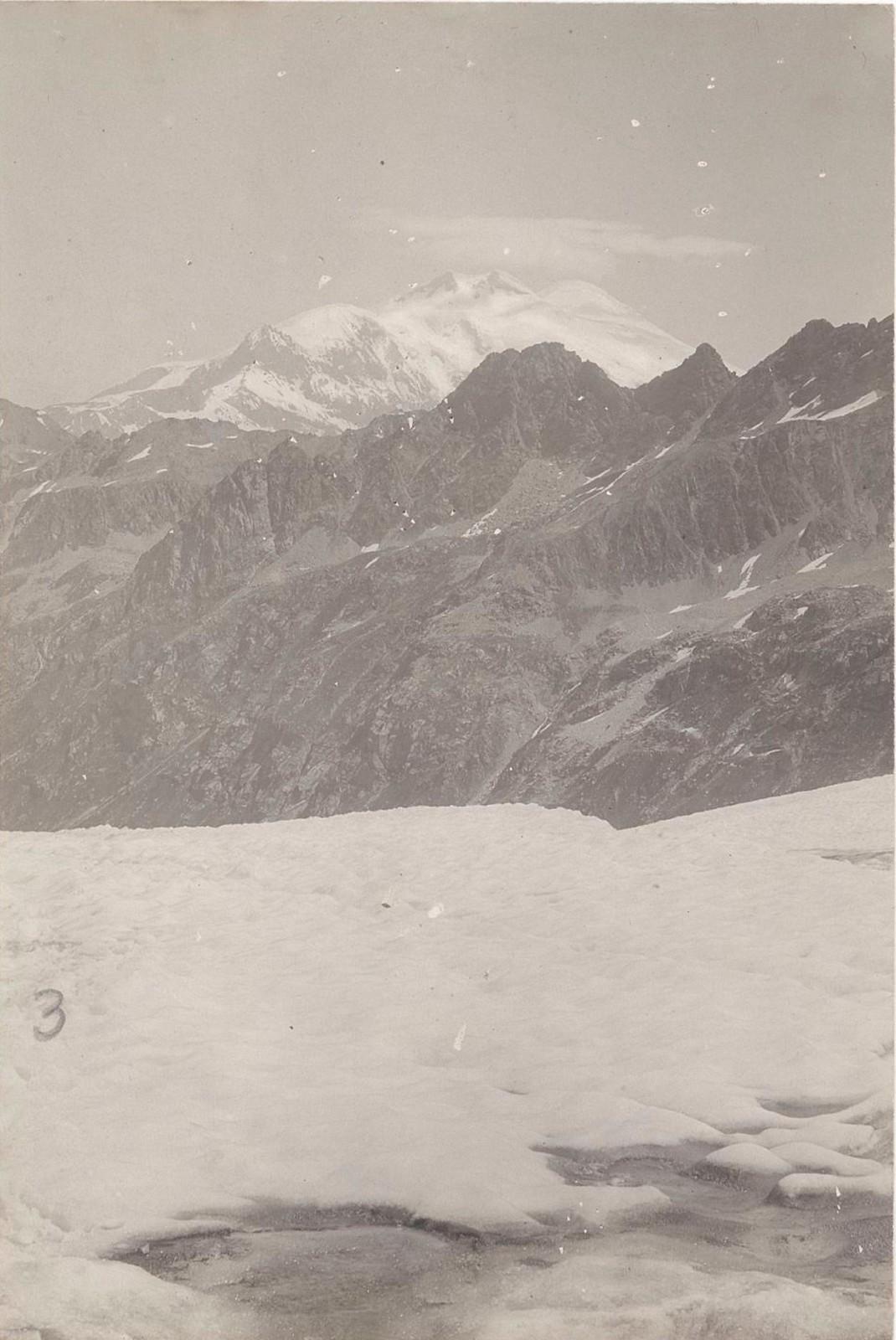 04. Западный Кавказ. Видны снежные склон Эльбруса. Июль 1898