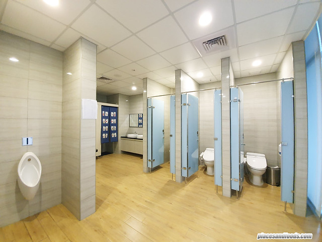f hotel share bathroom